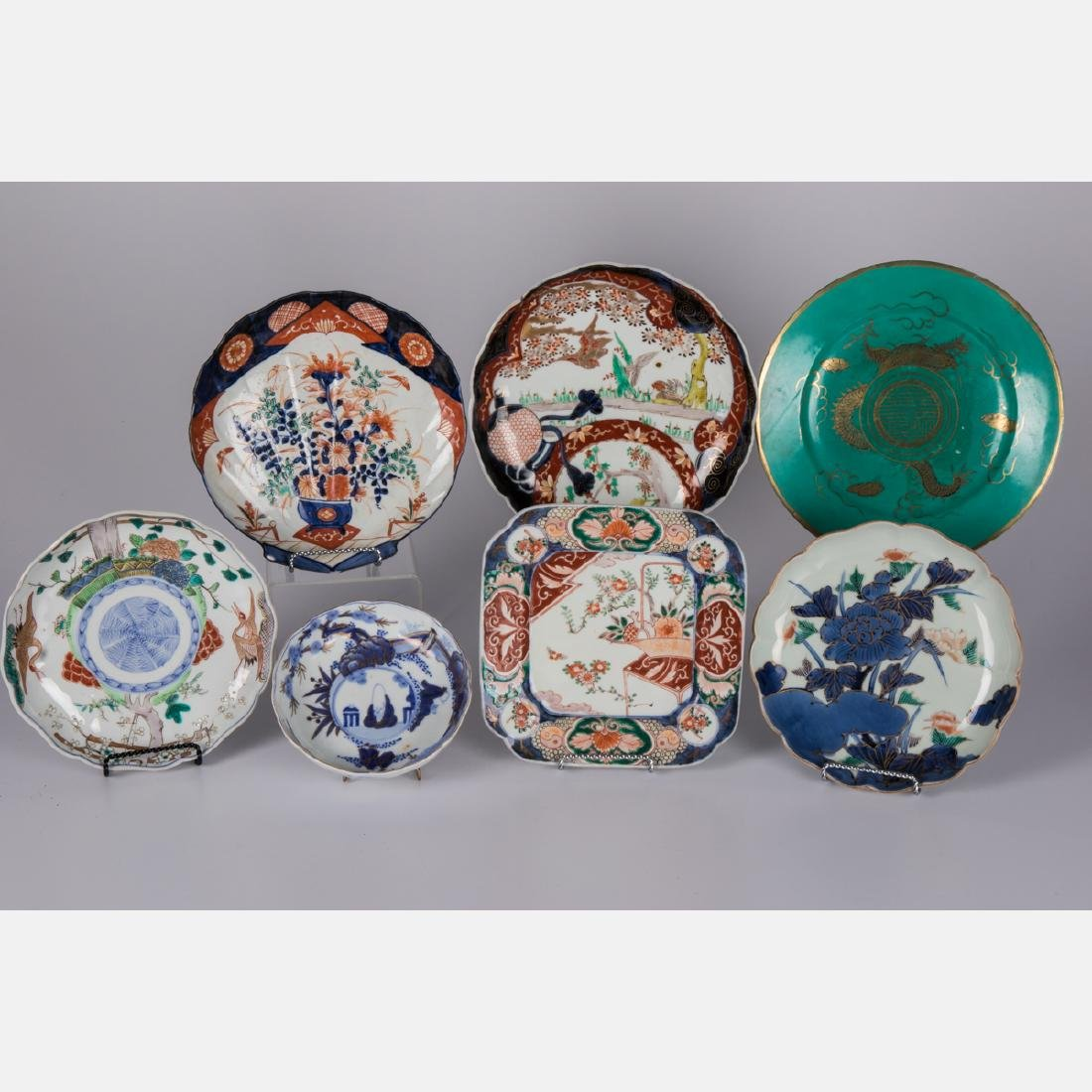 A Group of Six Japanese Imari Porcelain Serving Items,