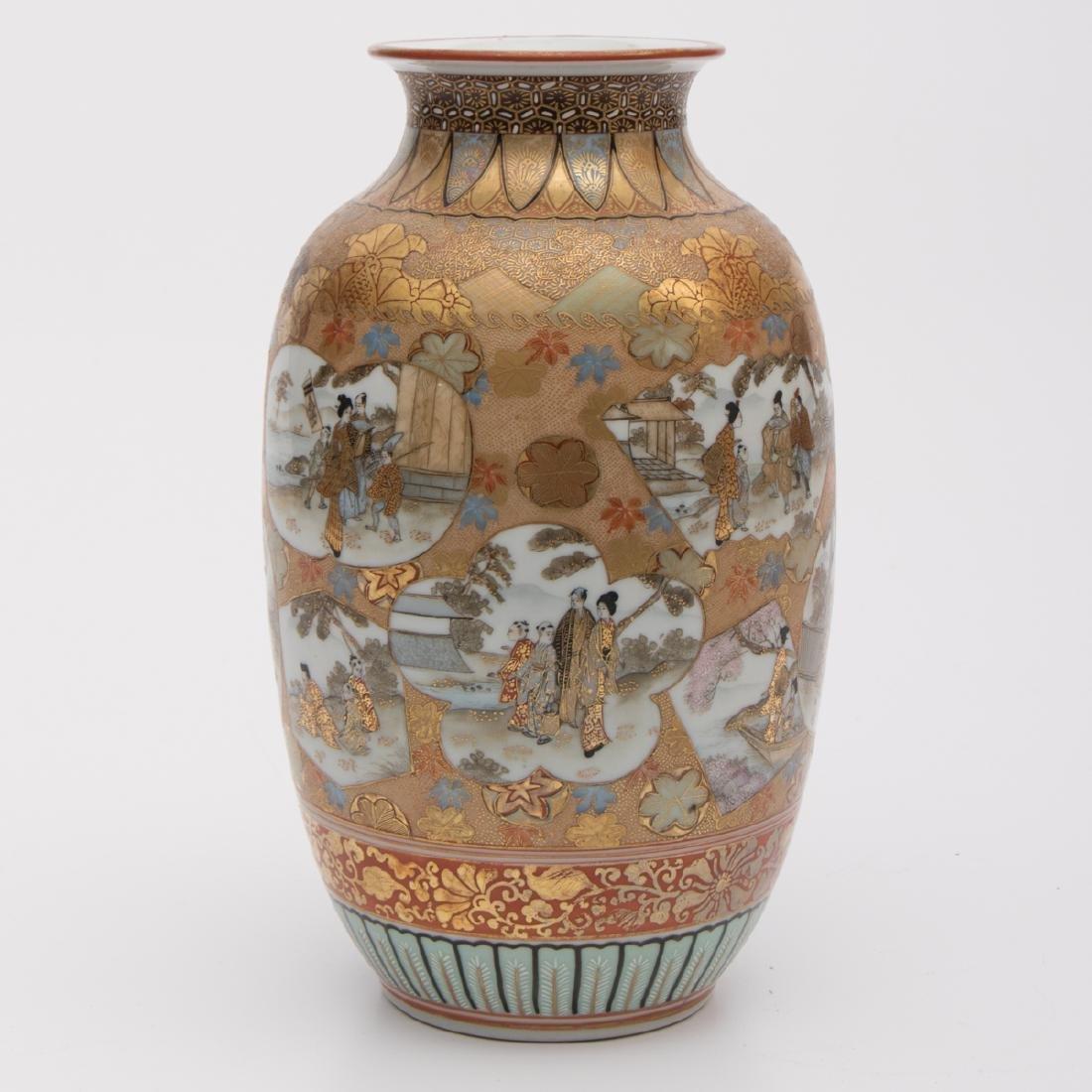 A Japanese Satsuma Porcelain Vase, 19th/20th Century. - 2