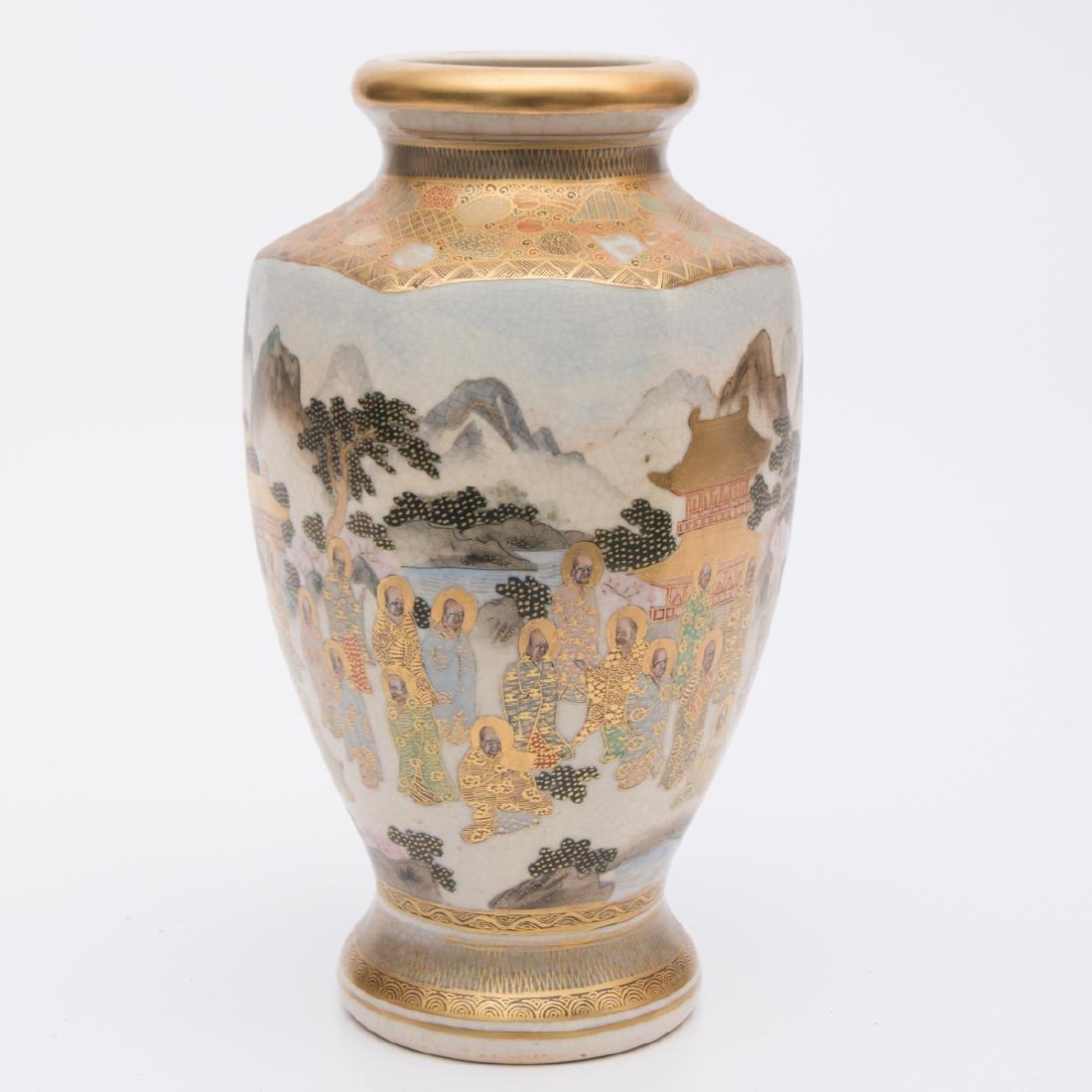 A Japanese Satsuma Porcelain Shaped Vase, 20th Century. - 2