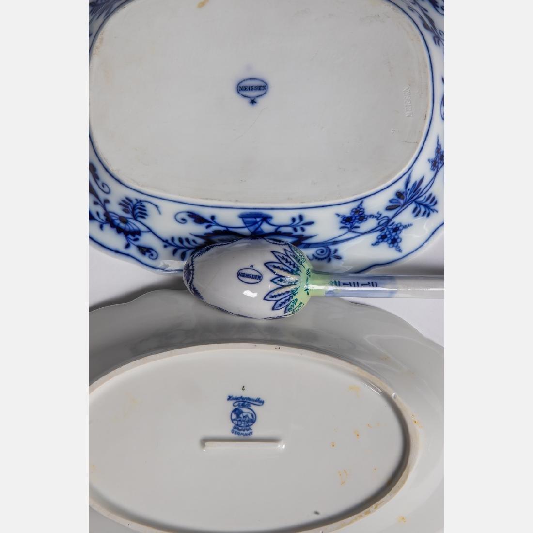 A Meissen Porcelain Dinner Service in the Blue Onion - 3