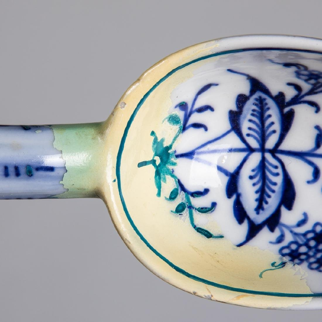 A Meissen Porcelain Dinner Service in the Blue Onion - 4