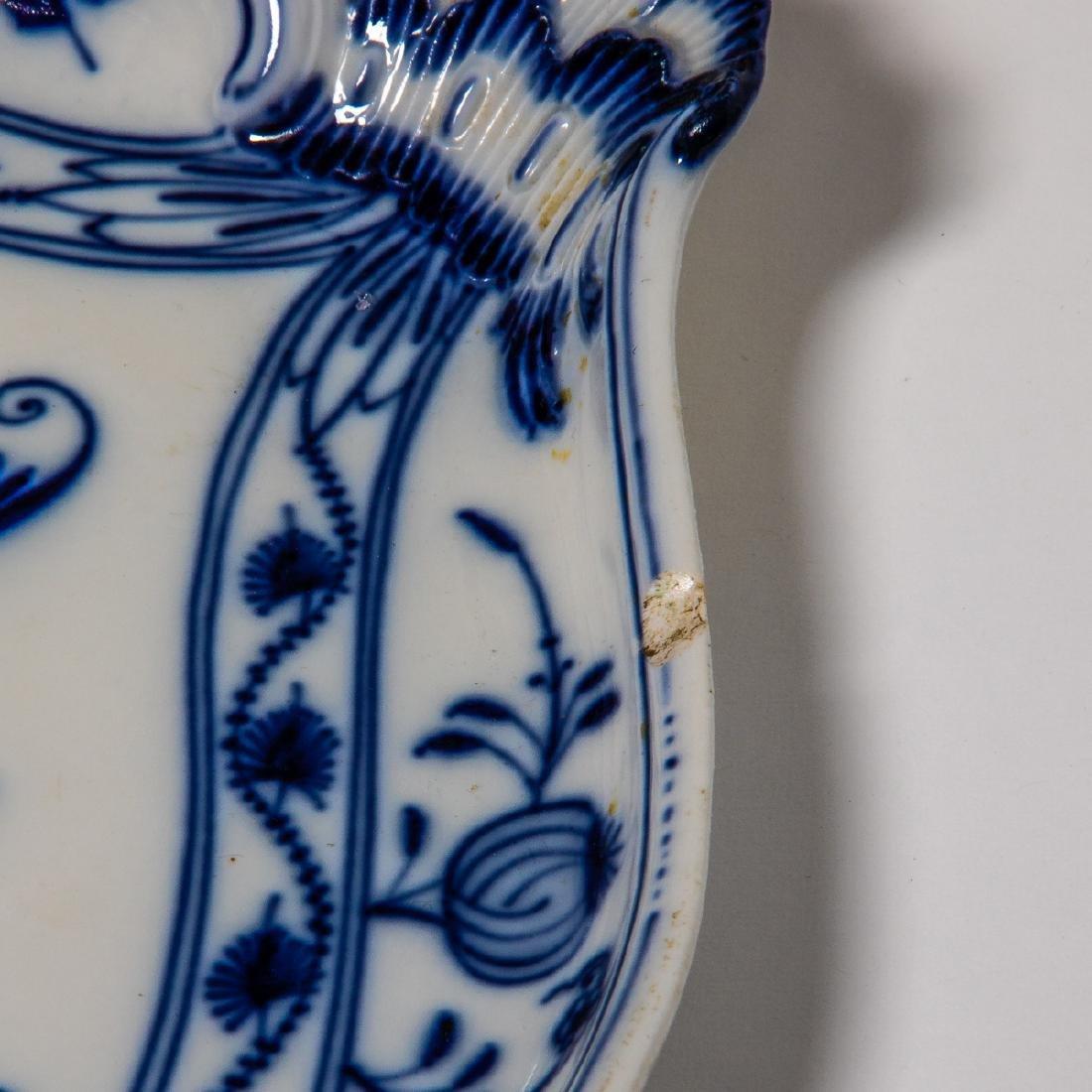 A Meissen Porcelain Dinner Service in the Blue Onion - 8