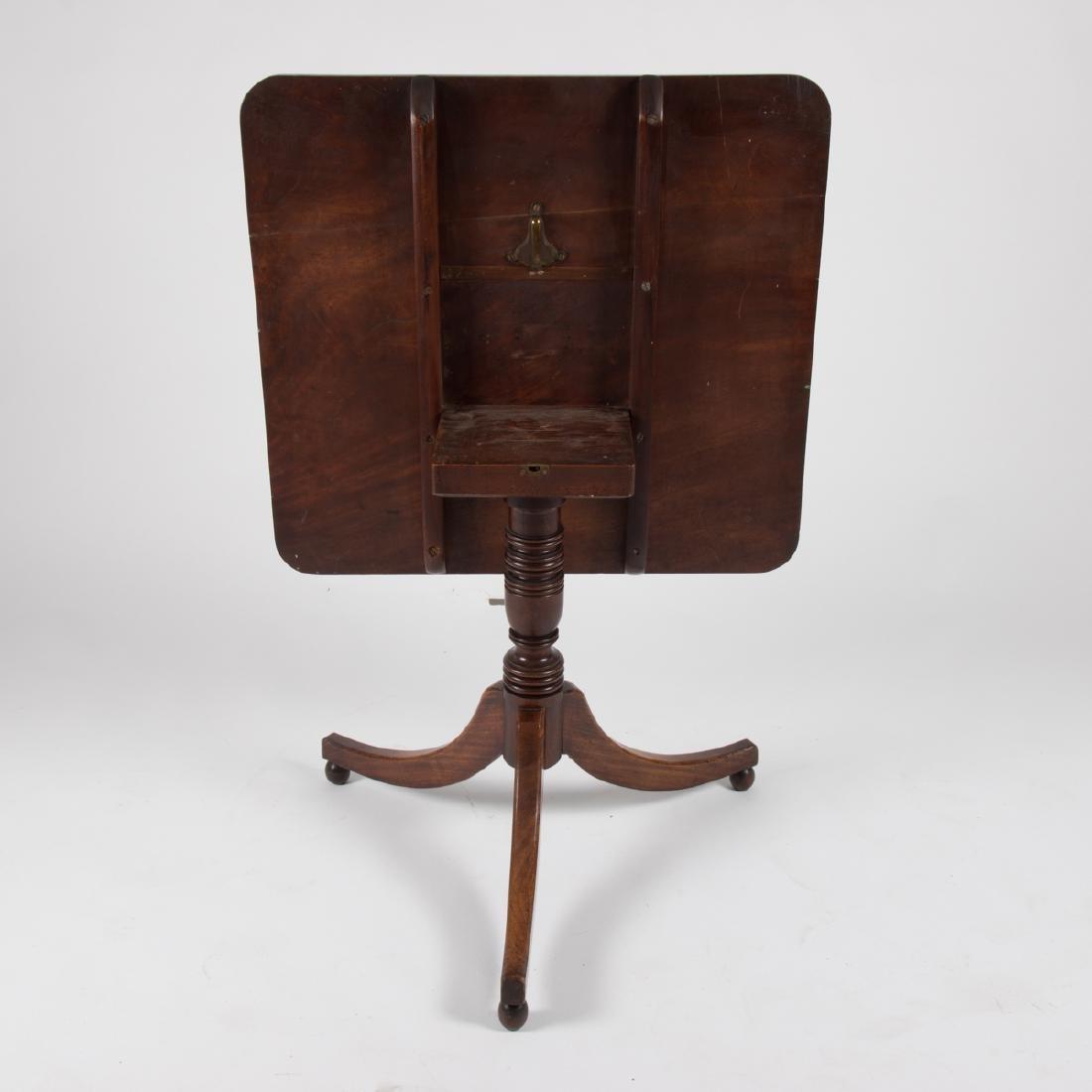 An American Federal Mahogany Tilt Top Table, ca. 1800, - 3