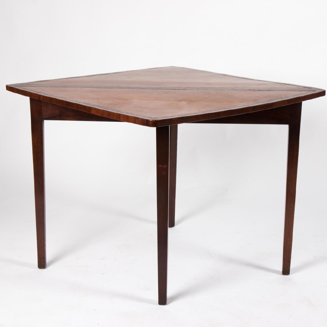 An English Mahogany Handkerchief Table, 19th/20th - 3