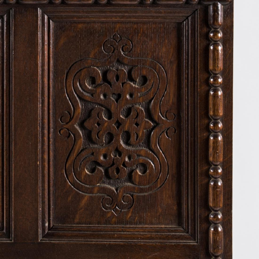 An English Carved Oak Mirror, 20th Century. - 2