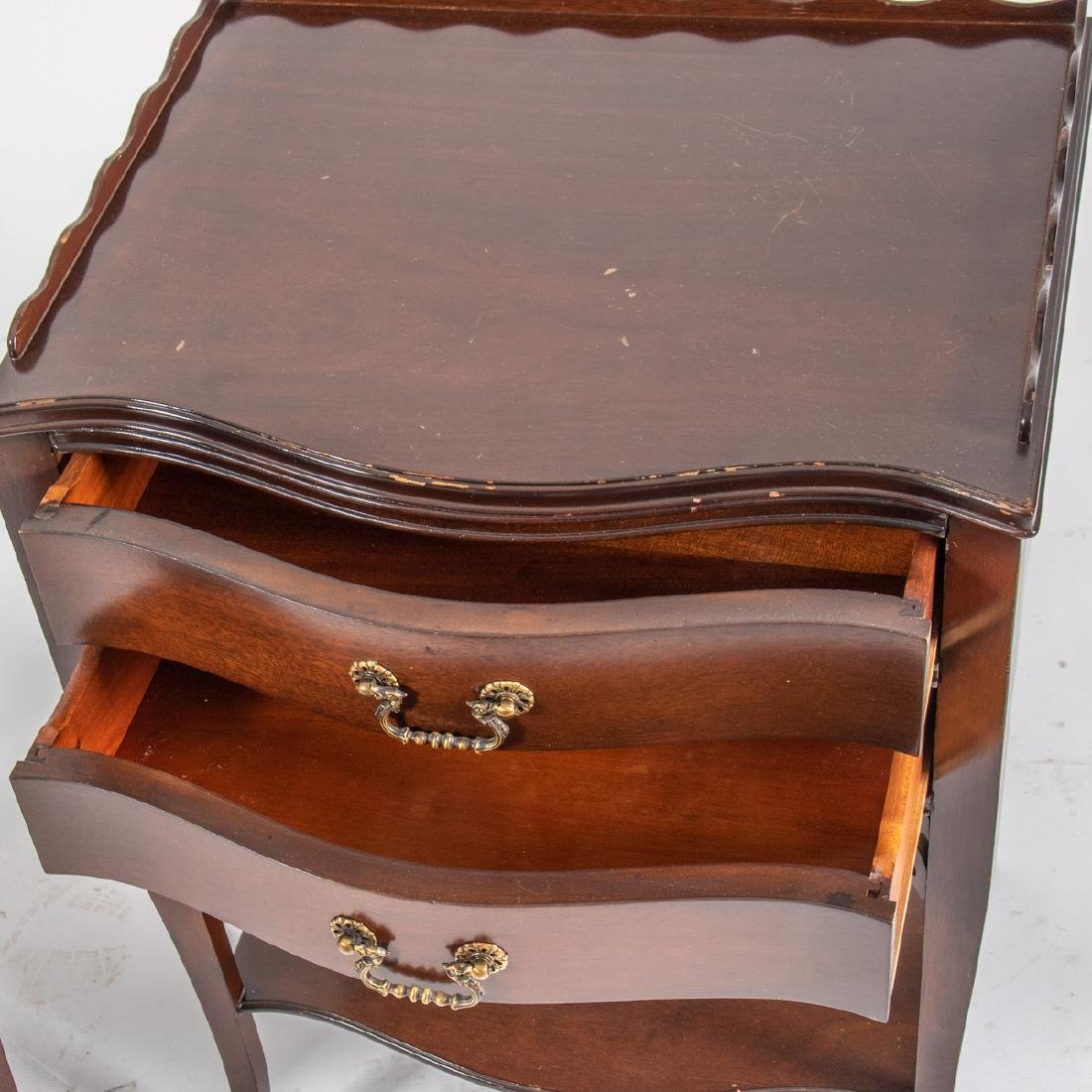 A Pair of Georgian Style Mahogany Nightstands, 20th - 2