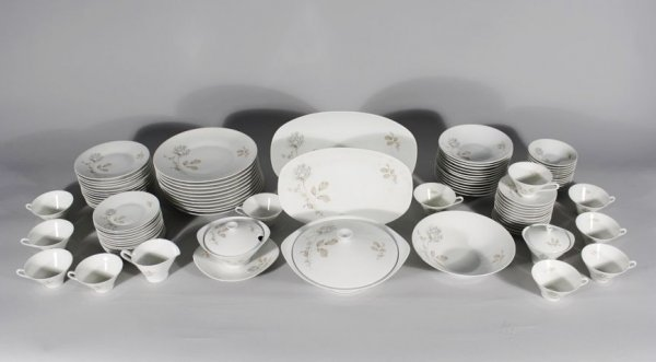 14: A Set of Hutschenreuther Porcelain Dinnerware, Fore