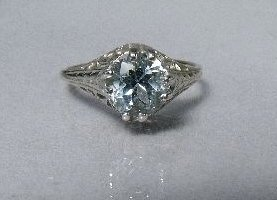 2: A 14 kt White Gold and Aquamarine Ring,