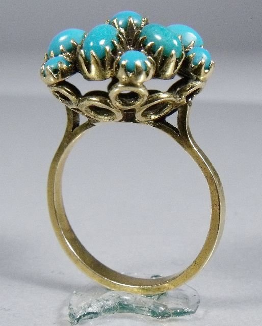 14: A 14 kt Yellow Gold and Turquoise Ring,