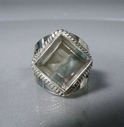 15: A Sterling Silver Two-Toned Quartz Ring,