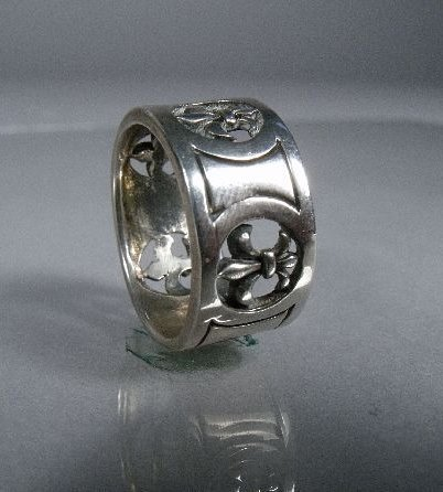 16: A Mens Sterling Silver Ring,