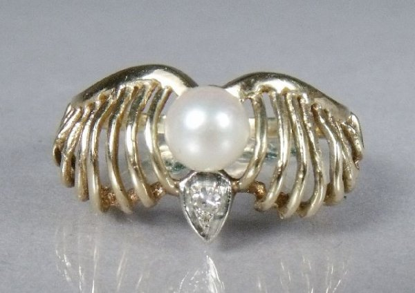 20: A 14 kt Yellow Gold, Diamond and Pearl Ring,