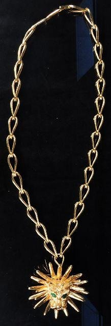 1: A 14 kt Yellow Gold Lion Head Pendant and Chain, wit