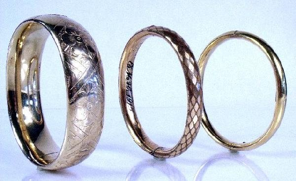 19: A Collection of Three 12 kt Yellow Gold and Gold Fi