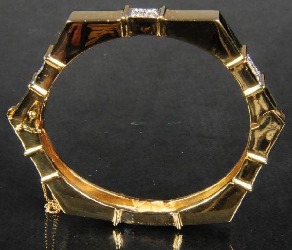 24: An 18 kt Yellow Gold and Diamond Bangle Bracelet,