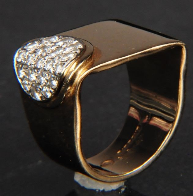 6: A 14 kt Yellow and White Gold Diamond Ring,