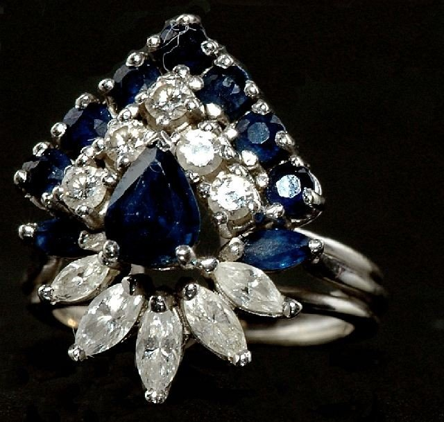 17: A Ladies 14 kt Wt. Gold Rhodium Plted Sapphire Ring