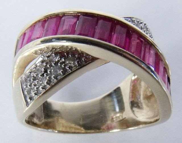 19: A 14 kt Yellow Gold and Diamond Ruby Overpass Ring,