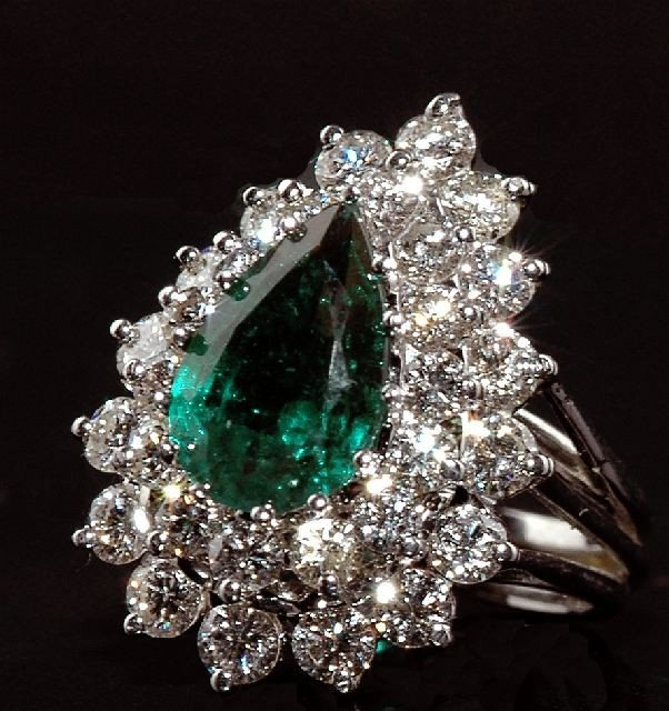 22: A Ladies 14kt White Gold Diamond and Emerald Ring