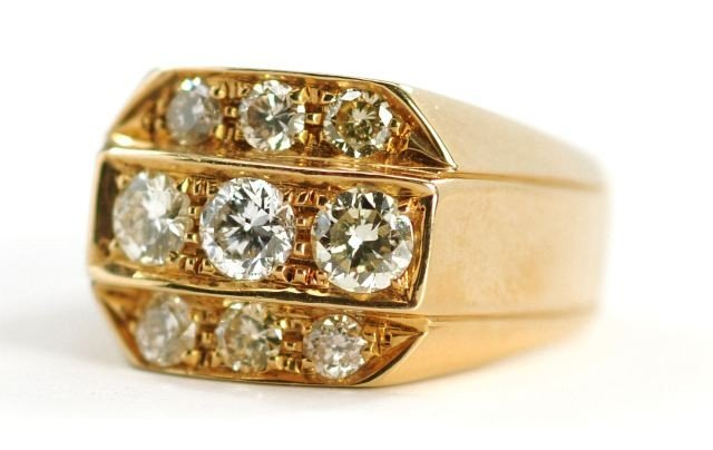 3: An 18 kt. Yellow Gold and Diamond Ring,