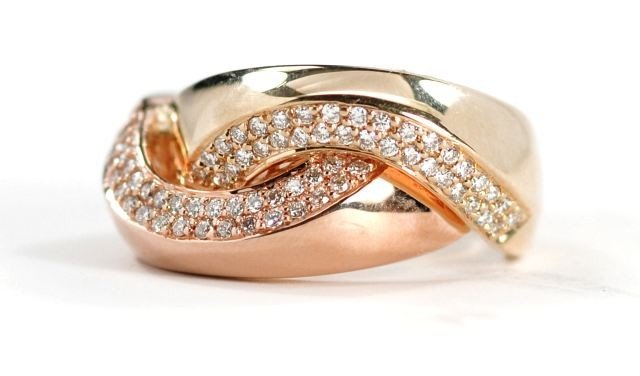 4: A 14 kt. Two Tone Gold and Diamond Ring,
