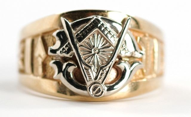 7: A 14 kt. Two Tone Gold Masons, Blue Lodge Ring,