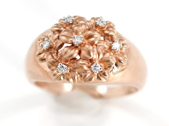 8: A 14 kt. Rose Gold and Diamond Ring,