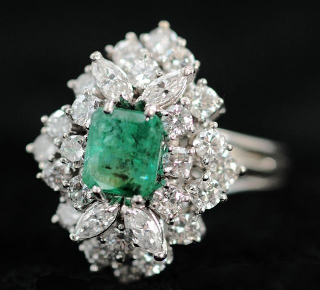 14: A 14 kt. White Gold Diamond and Emerald Cocktail Ri