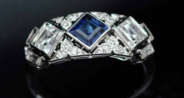 23: A 14 kt. White Gold Diamond and Sapphire Ring