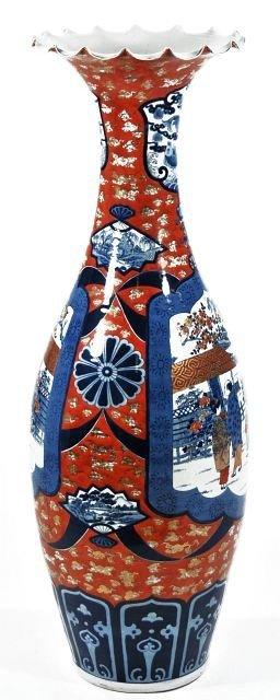 18: A Large Chinese Porcelain Palace Vase.
