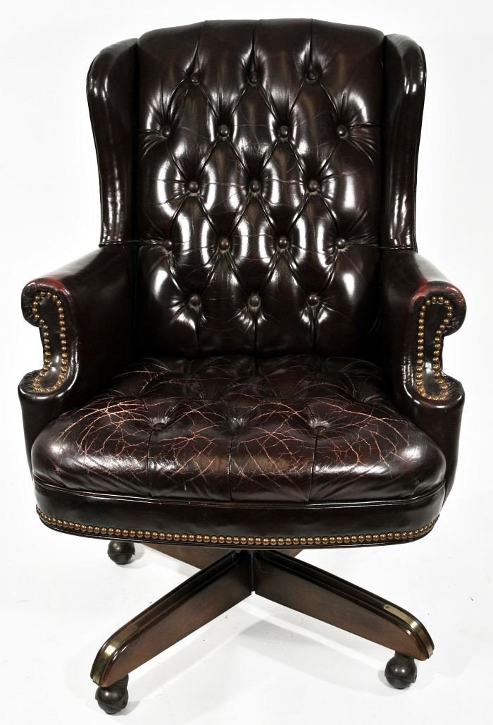 17: A Georgian Style Leather Upholstered Swivel Chair,