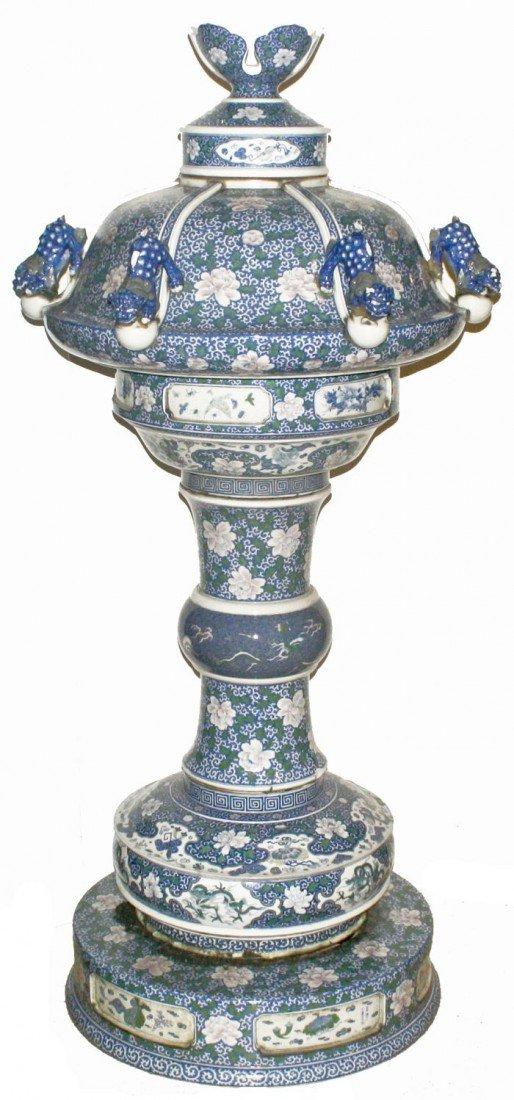 3: A Japanese Porcelain Garden Lantern, 19th Century.