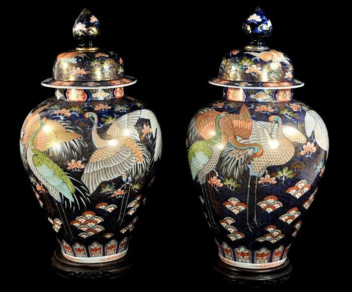 5: A Pair of Japanese Imari Covered Vases, Early 20th C