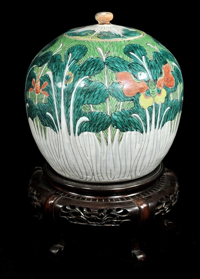 10: A Chinese Earthenware Covered Jar, 20th Century,