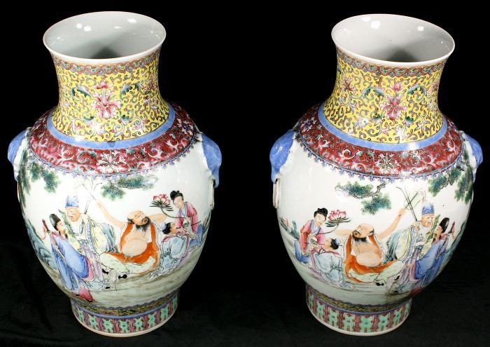 14: A Pair of Chinese Famille Rose Porcelain Vases, 20t