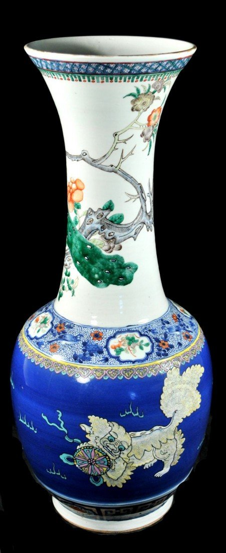 17: A Chinese Famille Rose Porcelain Vase, 19th Century