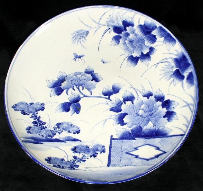 20A: A Chinese Blue and White Porcelain Charger, 20th C