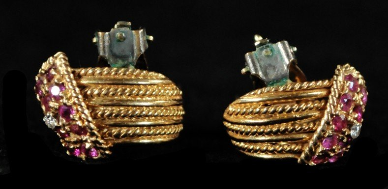 287: A Pair of 14 kt. Yellow Gold Earrings - 3