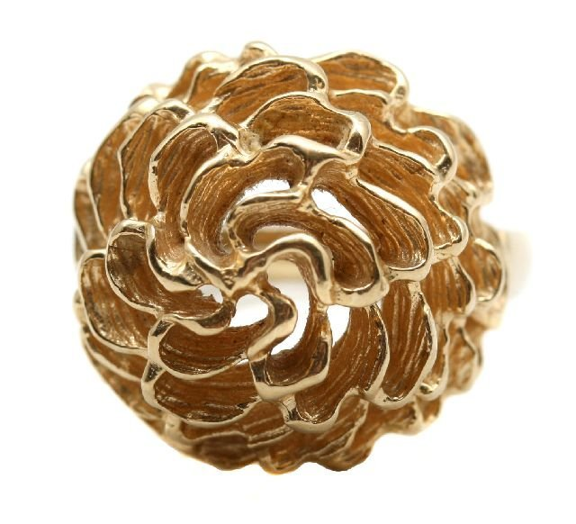 4: A 14kt. Yellow Gold Flower Form Ring.