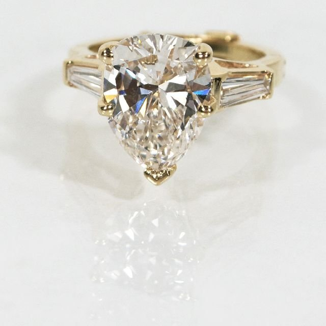 13A: A 14kt. Yellow Gold and Diamond Ring,