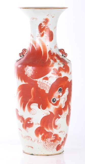 A Chinese Porcelain Vase with Painted Foo Dog Decoratio