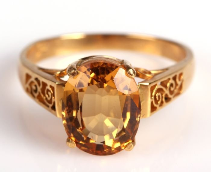 An 18kt. Yellow Gold and Citrine Quartz Ring,