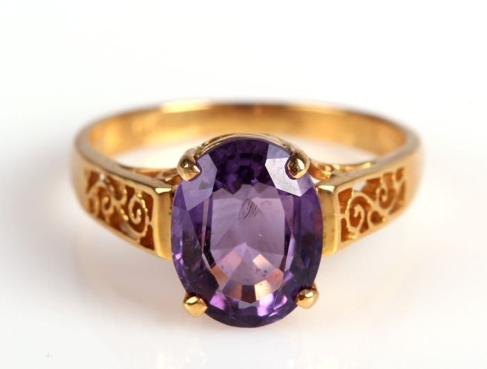 An 18kt. Yellow Gold and Amethyst Ring,