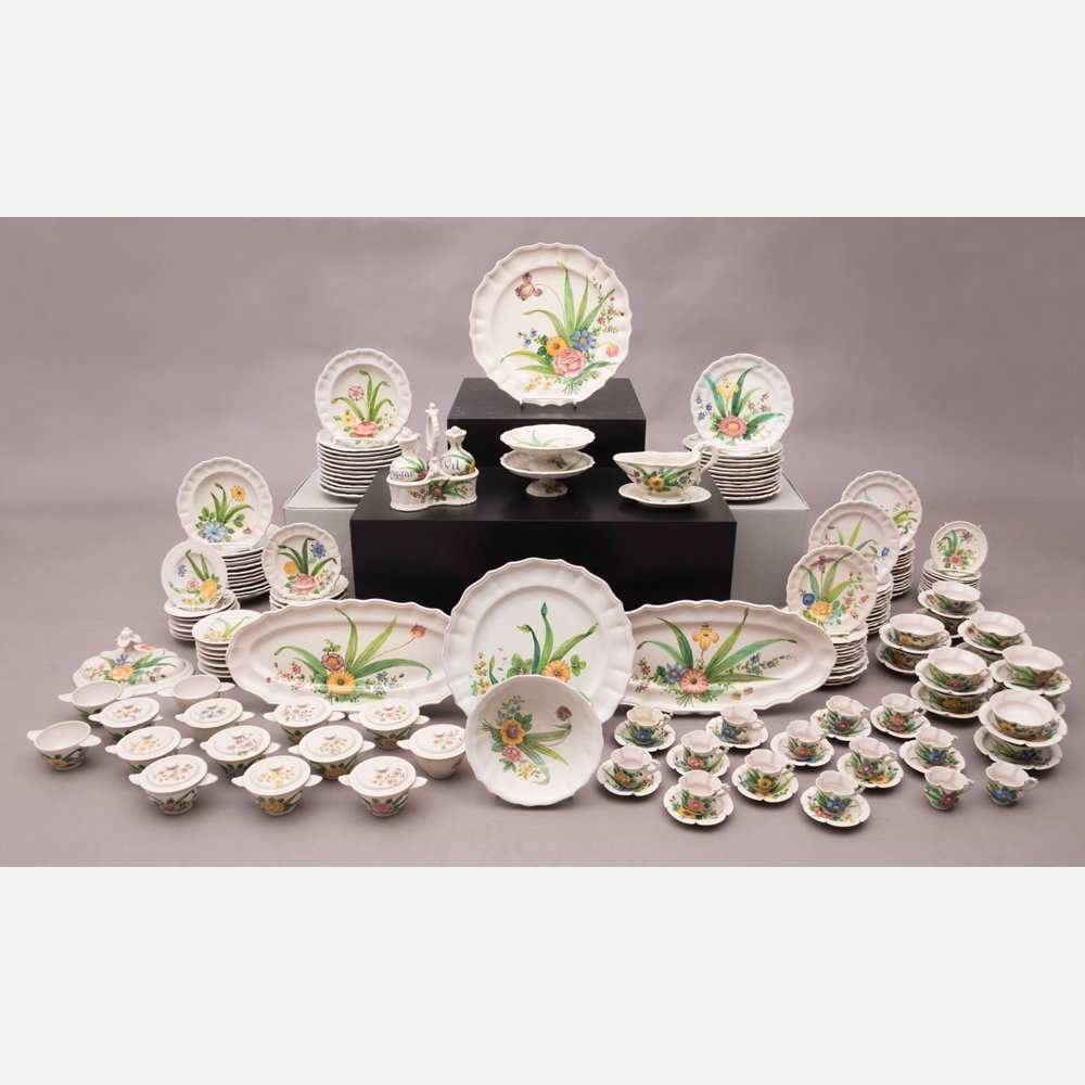 A Large Collection of Italian Pottery Dinnerware, 20th