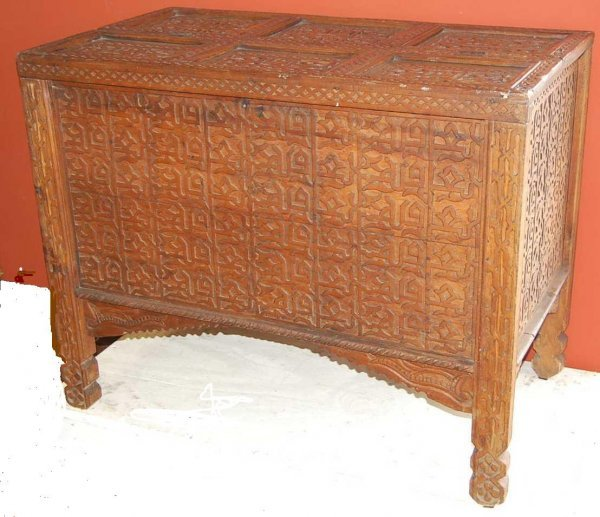 18: HIGHLY CARVED IMMIGRANTS TRUNK