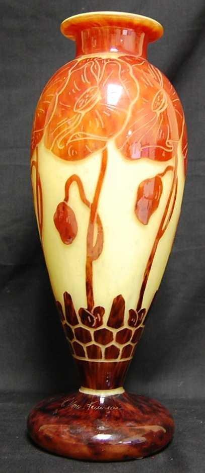31: LE VERRE FRANCAIS C. SCHNEIDER CAMEO GLASS VASE