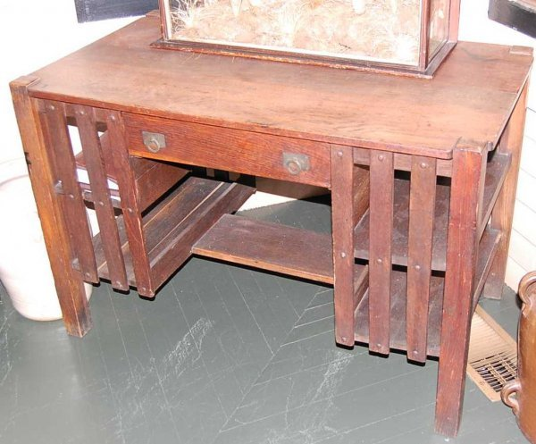 10: ARTS & CRAFTS OAK LIBRARY TABLE WITH PULLOUT DESK