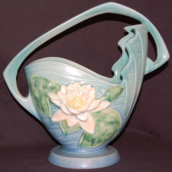 20: ROSEVILLE WATER LILY BLUE BASKET #382-12""