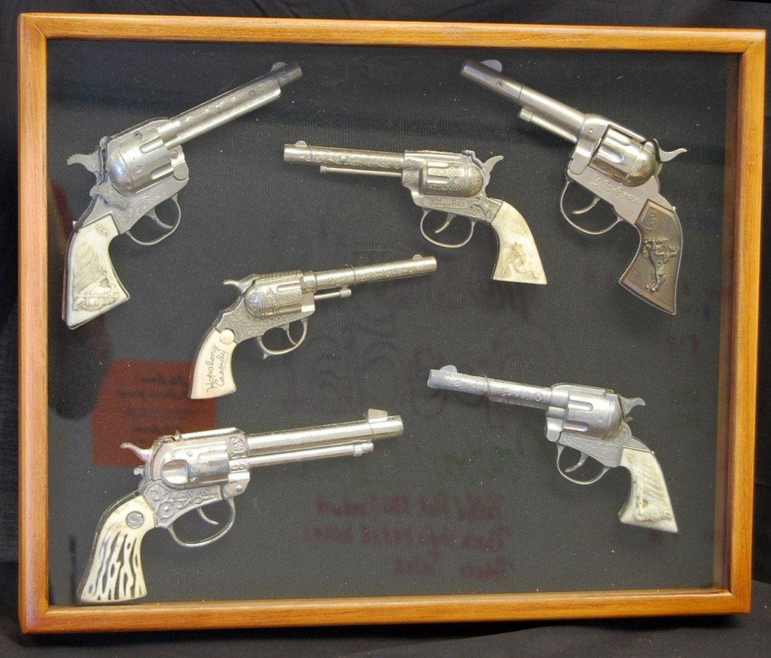 13: COLLECTION OF WESTERN TOY CAPGUNS