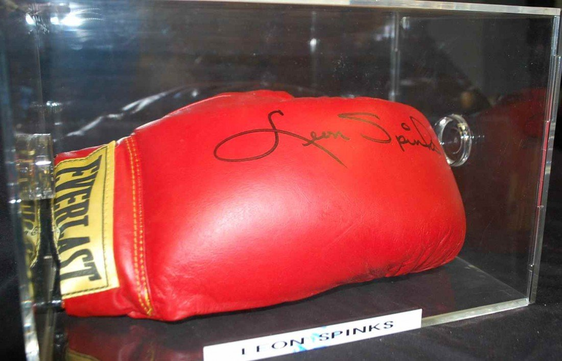 6: LEON SPINKS AUTOGRAPHED BOXING GLOVE